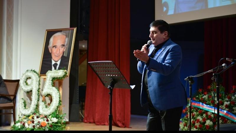 7 il sürgün həyatı yaşayan xalq yazıçısı anıldı - Foto