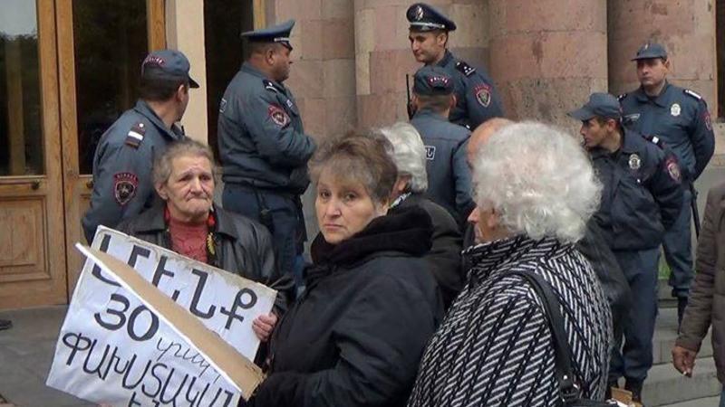 """""""Azərbaycandan gəlmələr"""" İrəvanda etiraza qalxdı - Video"""