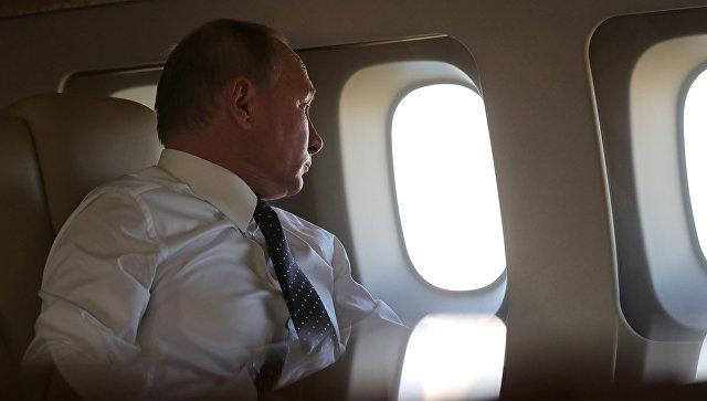 Putin uzun səfərlər zamanı təyyarədə nə edir?