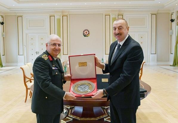 İlham Əliyev türkiyəli ordu generalı ilə görüşdü