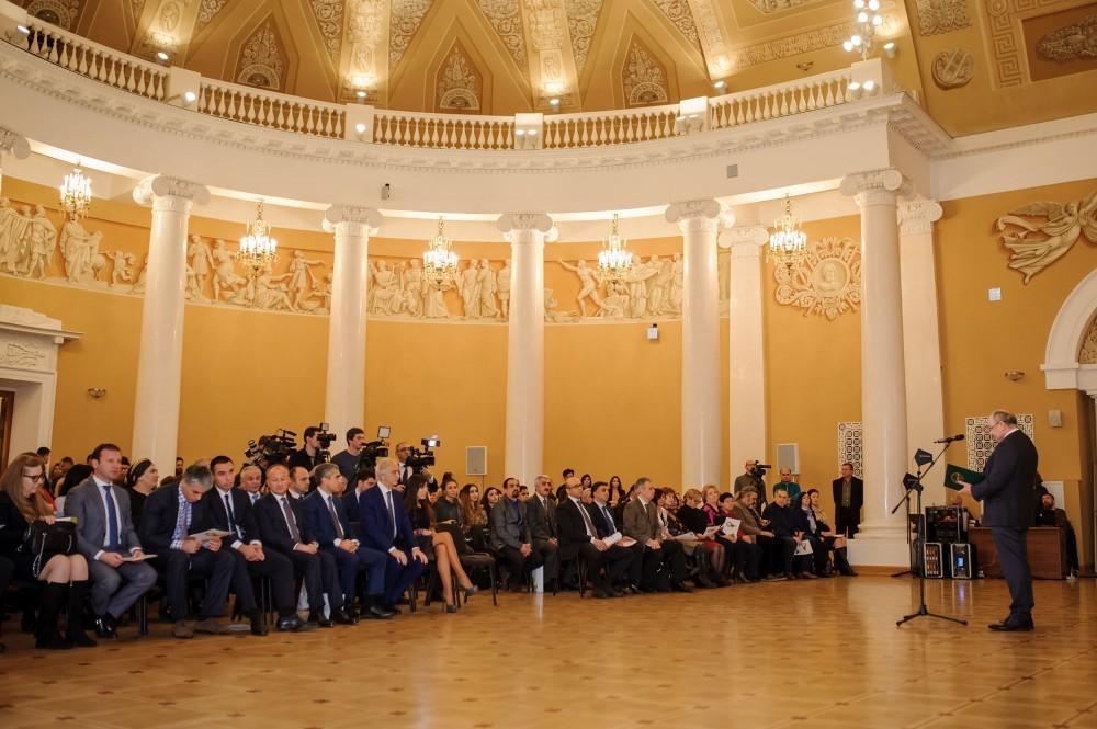 Moskvada Nəsimi ilə bağlı konfrans - Foto