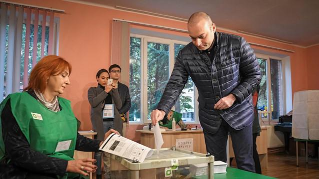 Gürcüstanda seçkilər başladı