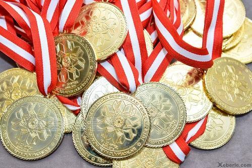 Şagirdlərə verilən qızıl medalın tərkibi - Ekspert