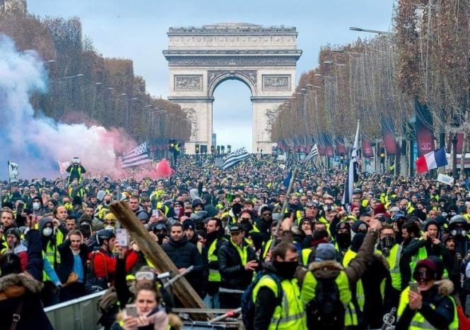 75 arrested in protests against security bill in France