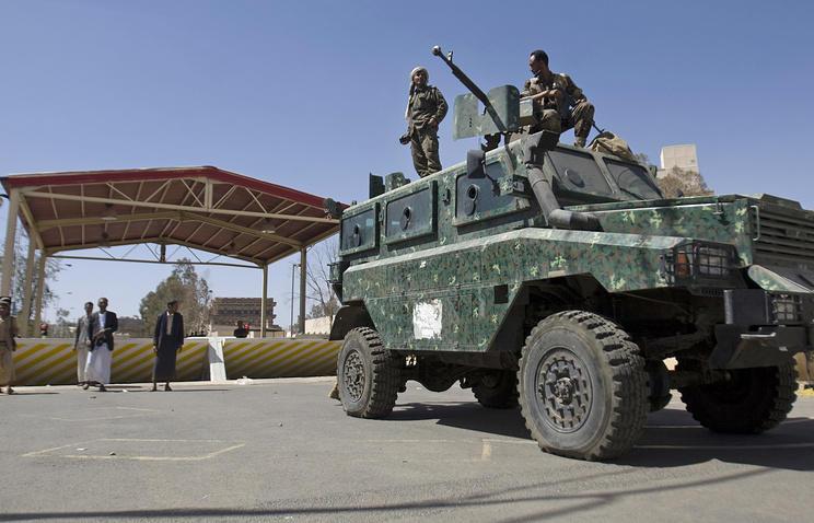 В Йемене взорвали машину министра обороны