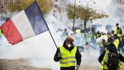 """В Париже задержаны 6 """"желтых жилетов"""""""