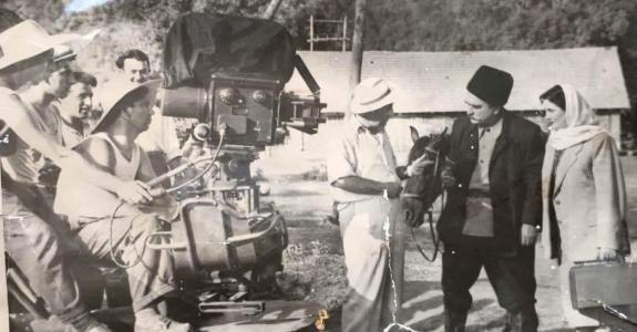 """اؤگئی آنا"" فیلمی اونون حیاتیندان بحث ائدیرمیش - ویدئو"