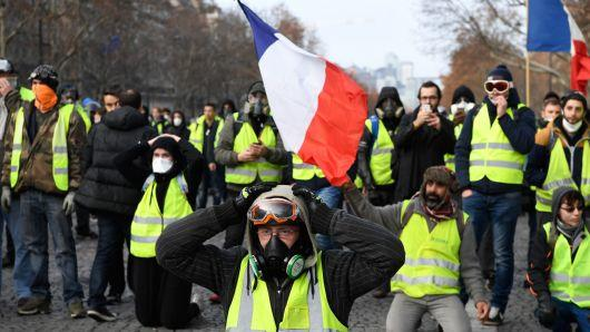 Protesters take to streets on Yellow Vests anniversary