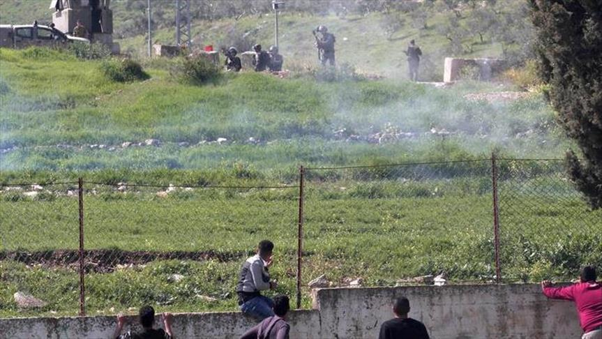 Israeli forces teargas protesters near Nablus shrine