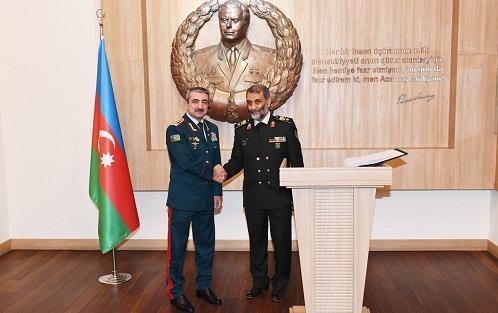 İranlı general Bakıda: Quliyevlə görüş - Foto