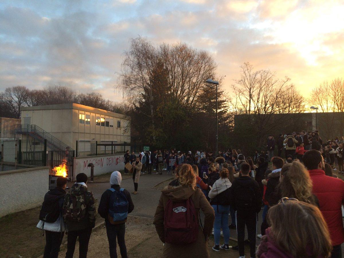 Blockades are reported in several French high schools