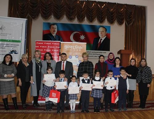 Bakcell наградила победивших в конкурсе школьников