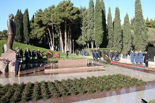 DGK kollektivi Heydər Əliyevin məzarı önündə - Foto