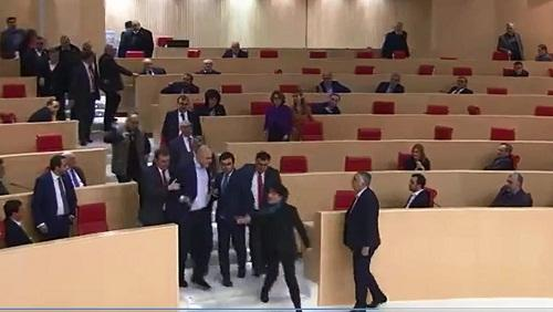 The opposition poisoned the Parliament, MPs felt sick