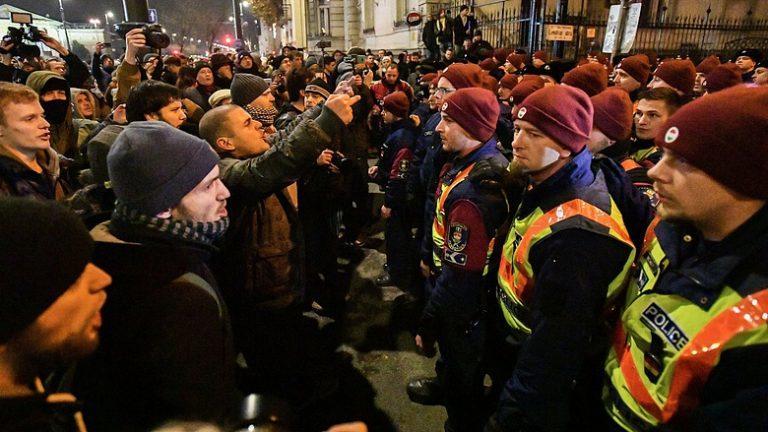 "Будапешт принимает ""майданную"" эстафету"