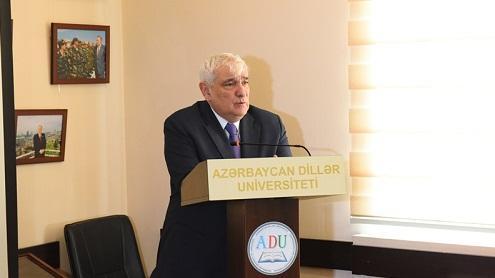 Gürcülər Kamal Abdulla üçün yubiley konfransı təşkil etdi