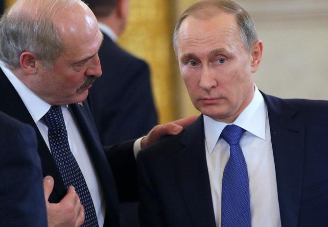Кремль усиливает давление на Лукашенко - Bloomberg