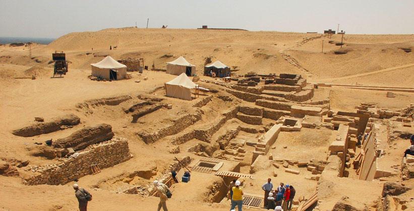 مصرده ۴۴۰۰ ایللیک مزار تاپیلدی