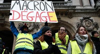 French Tv under fire for photoshopped anti-macron placard
