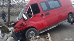 Tovuzda mikroavtobus qəzaya düşdü: ölənlər var