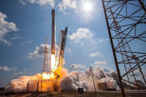 Musk sends internet satellites into orbit
