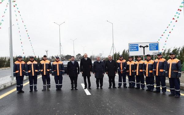 İlham Əliyev yeni yolun açılışında - Foto