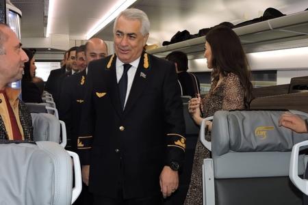 Bakı-Gəncə-Bakı sürət qatarı yola düşdü: ilk sərnişinlər... -
