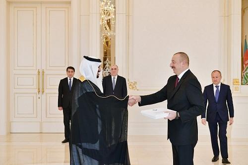 Prezident yeni təyin olunmuş səfirlərlə görüşdü -
