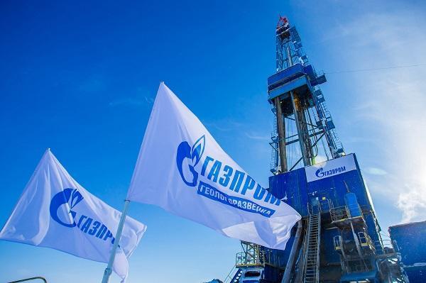 Доходы «Газпрома» снизились наполовину