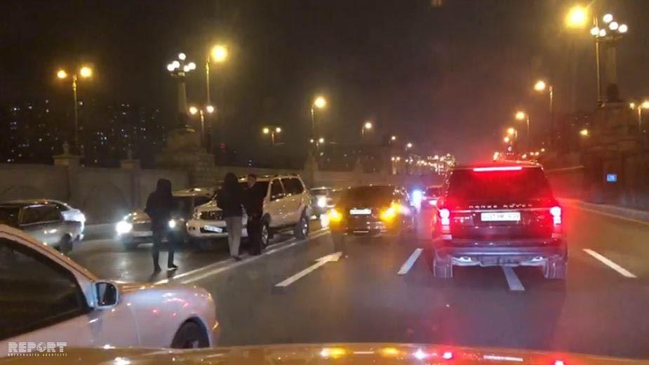 Bakıda iki avtomobil toqquşdu: yaralılar var