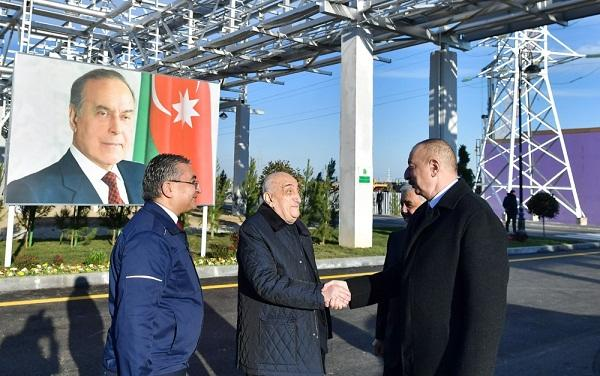 Ильхам Алиев на открытии нового завода - Фото