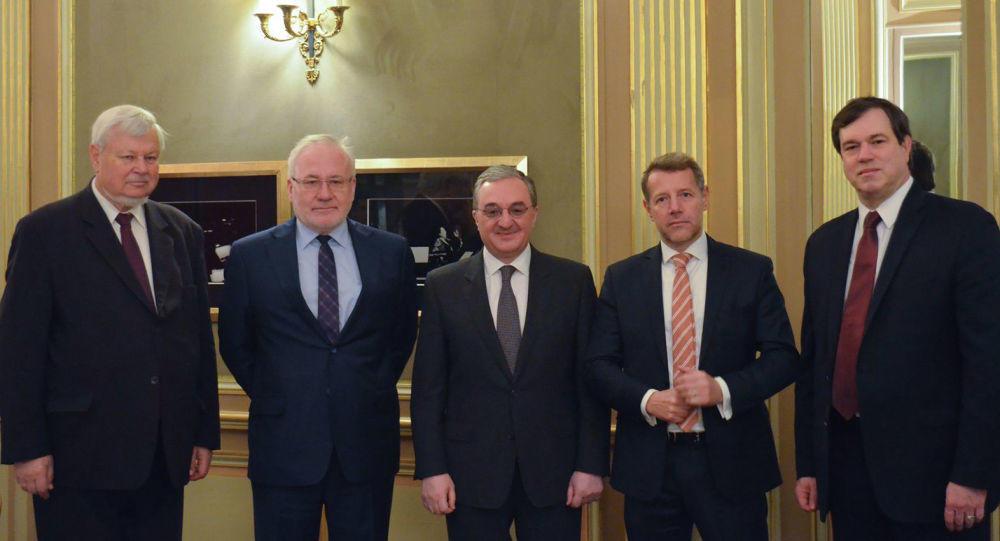 В Париже обсуждается Карабах