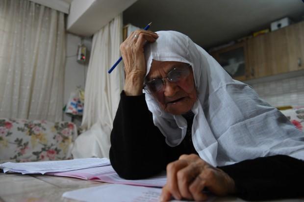 اردوغانین سؤزو ایله ۸۵ یاشلی قادین اوخوماغا باشلادی – فوتولار