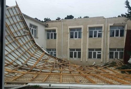 Külək məktəbin damını uçurdu: böyük faciə yaşana bilərdi - Foto