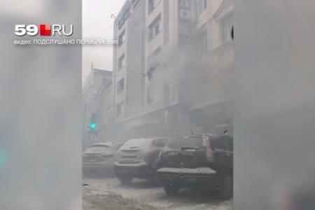 Qadın özünü yanan binadan atdı - Video