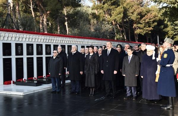 İlham Əliyev və xanımı Şəhidlər xiyabanında - Foto