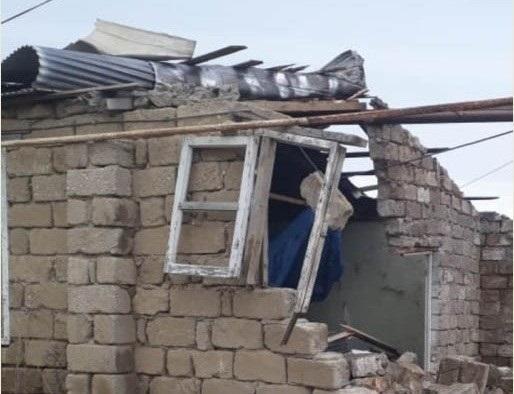 Bakıda külək mərasim evini uçurdu - Video