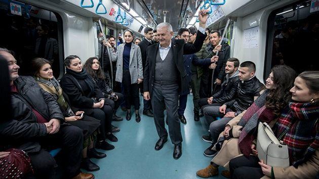 Sabiq baş nazir metroda - Video