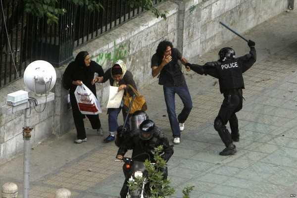 تهراندا  یول پلیسی ار و آروادی دؤیدو- ویدئو