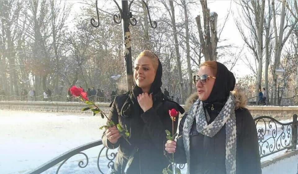 Təbrizdə möhtəşəm aksiya: qızlara gül payladılar