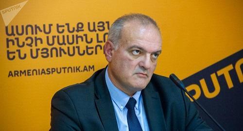 Erməni deputatdan SOS: Paşinyanı çətin günlər gözləyir
