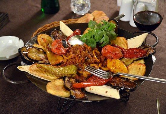 آذربایجان مطبخینین لذیذ یئمیی: ساج ایچی - فوتو