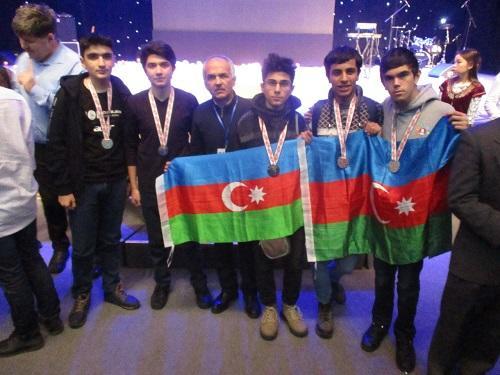 Azercell поддержал учеников, участвующих в Олимпиаде
