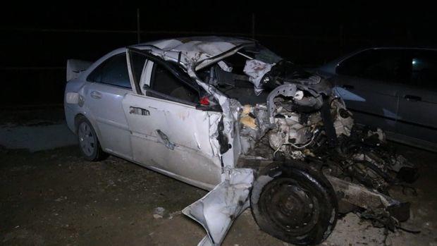Bakıda dəhşətli qəza: maşın ikiyə bölündü, sürücü öldü - Video