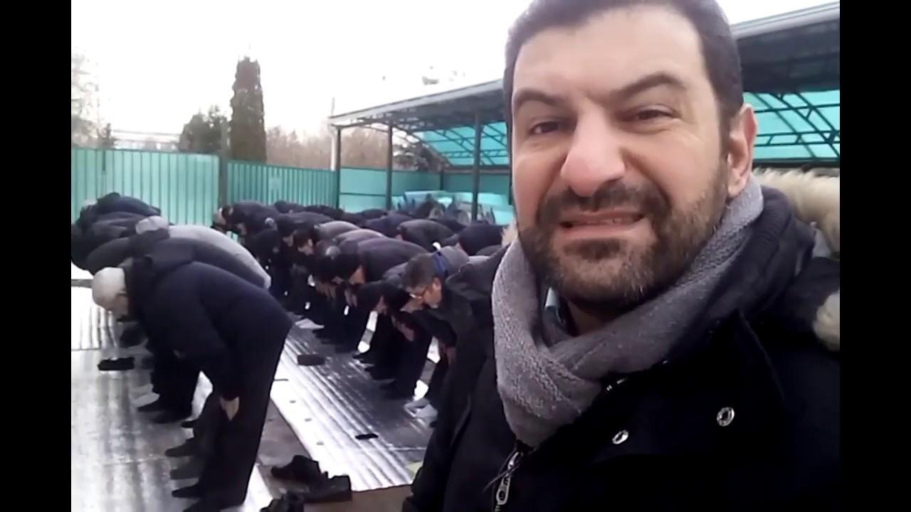 Azərbaycanlılar qarın içində namaz qılır - Video
