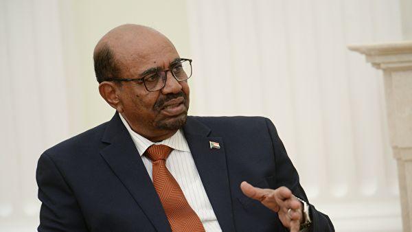 Экс-президент Судана впервые появился на публике