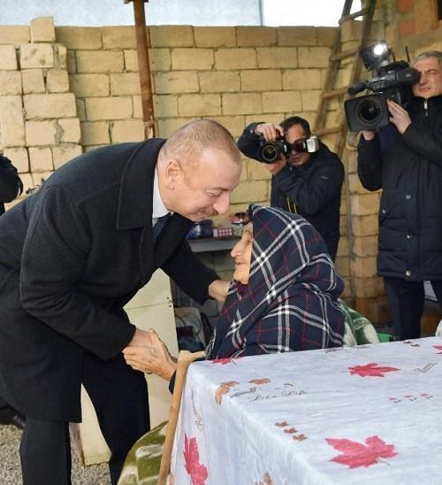 İlham Əliyev zəlzələ baş verdiyi ərazidə - Foto