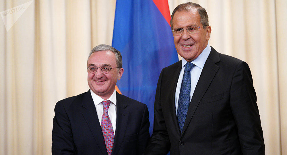 Лавров и Мнацаканян обсудили Карабах