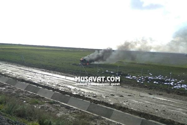 Biləsuvarda ağır qəza: avtomobil yandı - Foto