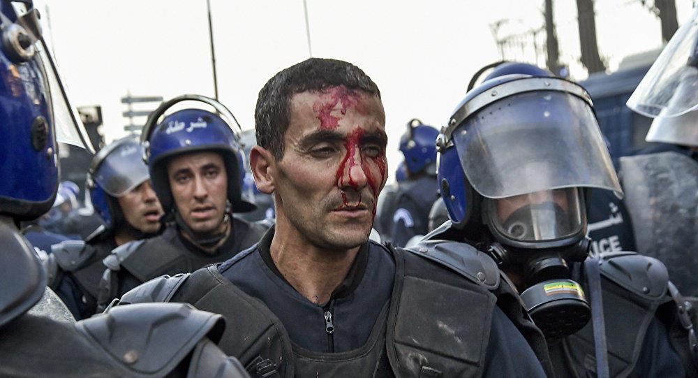Протестующие в Алжире требуют отменить выборы